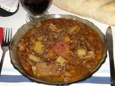 Receta: Guiso de lentejas (facil) - Taringa! Argentine Recipes, Argentina Food, Snack Recipes, Cooking Recipes, Good Food, Yummy Food, Love Eat, International Recipes, Soups And Stews