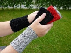 Textiles, Wrist Warmers, Fingerless Gloves, Mittens, Knitting Patterns, Diy And Crafts, Crochet, Inspiration, Fashion