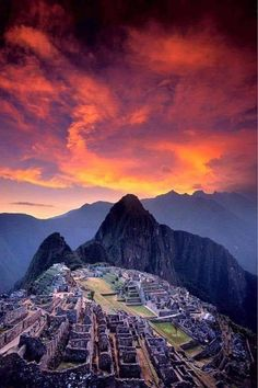 Sunset in Machu Picchu, Peru ? Peru Travel Destinations Honeymoon Backpack Backpacking Vacation Wanderlust Budget Off the Beaten Path South Ame… – Honeymoon Machu Picchu, Ecuador, Costa Rica, Places To Travel, Places To Go, Travel Collage, Panama, Chile, Peru Travel