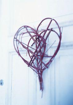 Inspiración San Valentín: Un Toque Rústico en tu Puerta