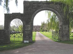 Google Image Result for http://upload.wikimedia.org/wikipedia/commons/e/e8/Cothelstone_Manor_gatehouse.jpg