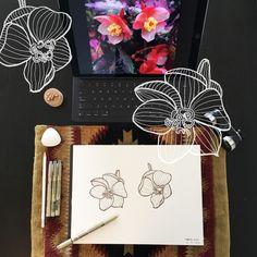 Day 4 #30ideas30days #illustration #flowers #blackandwhite #drawing #patternly.design#30ideias30dias #ilustração #flores #pretoebranco #desenhoobservacao #decolalab2016 #oficinaamandamol 