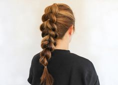 Know how to tie a ponytail? Good, you're set for this beautiful hairdo!