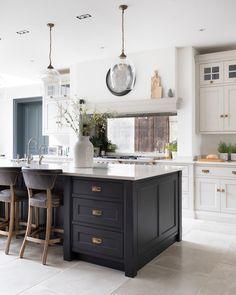 Open Plan Kitchen Diner, Open Plan Kitchen Living Room, Kitchen Dining Living, Kitchen Room Design, Home Decor Kitchen, Interior Design Kitchen, Home Kitchens, Kitchen Flooring, Kitchen Remodel