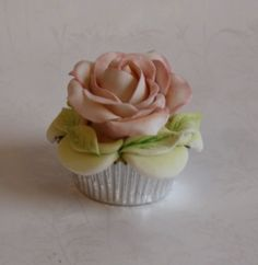 Sweet and Floral - Cupcakes and Cake Pops