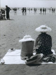 Robert Doisneau. S) amazing how much talent and creativity can be seen with these old photos without the use of photoshop
