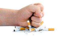 Giro di vite sul fumo - Lo Stato contro se stesso La nuova normativa rappresenta senza dubbio un passo avanti nella lotta contro il fumo, nessuno può negarlo. Ma come è possibile che proprio lo Stato, che ha incassato dalle imposte sul tabacco più d #sigarette #lottaalfumo #politica