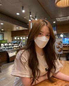 Ulzzang Short Hair, Ulzzang Korean Girl, Aesthetic Hair, Bad Girl Aesthetic, Korean Beauty, Asian Beauty, Korean Long Hair, Emerald Bridesmaid Dresses, Korean Photo
