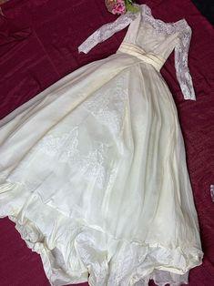 1950 Wedding Dress, Lacy Wedding Dresses, Vintage Princess, Princess Style, Daisy Dress, Dress Lace, 50s Dresses, Pretty Dresses, Petite Bride