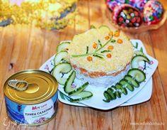 Салат «Мимоза» с тунцом и йогуртом . Ингредиенты: яйца куриные, тунец консервированный, сыр твердый
