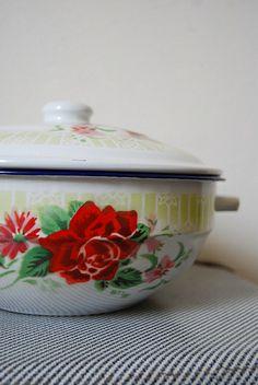 vintage enamel red rose w/flowers on white trimmed in cobalt..large handled bowl/basin w/lid