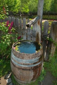 Garden Rain Barrels - I bought one of these last year. This spring I need to make my rain barrel. Unique Gardens, Beautiful Gardens, Outdoor Projects, Garden Projects, Outdoor Decor, Barris, My Secret Garden, Garden Gates, Water Garden