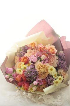 披露宴最後ちかく、ご両親への花束贈呈という儀式があります。この花束は、横浜のホテルニューグランド様へお届けしたものです。このブーケの時の方です。花嫁様から...