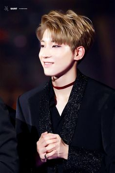 Wonwoo and chokers? Not a great idea, because you'll see millions of carats dying