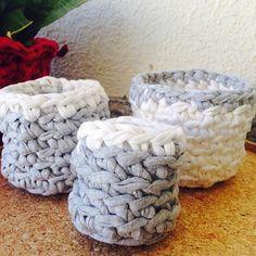 Cestos nunca são demais além de decorar ainda ajudam na organização!Cestinhos de crochê feitos com fio de malha. Orçamentos por direct ou através do e-mail que está na bio . #croche #crochet #ganchillo #fiodemalha #trapillo #trapilho #tshirtyarn #fioecologico #cestodecroche #basketcrochet #cachepot #interiordesign #decor #decoration #design #homedecor #feitoamao #handmade #sustentabilidade #chadas2 by cha.das2 http://ift.tt/1TqG8RU