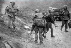 American soldiers are carried on the backs of other GI's from Heartbreak Ridge through the rain to an aid station just behind the front lines in South Korea during the Korean War. The Division GI's, w Seoul, White Phosphorus, Sea Of Japan, Korean War, Papi, American Soldiers, Cold War, Military History, World War Ii