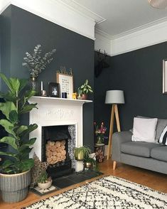 25 Elegant living room wall paints that go with furniture # living room wall colors Dark Green Living Room, Dark Living Rooms, New Living Room, Living Room Decor, Small Living, 1930s Living Room, Victorian Living Room, Elegant Living Room, Living Room Color Schemes