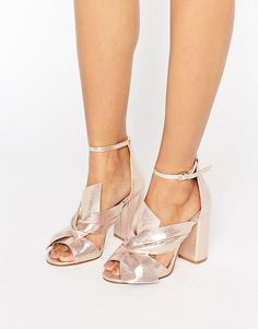 Every girl deserves to have party shoes in her closet, this is why today I will show you 11 cute and affordable party shoes for this season.