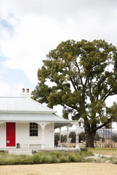 Trelawney Farm - Located in the heart of the Mudgee wine trail, a few hours west of Sydney. 150 year old colonial farmhouse Australian Architecture, Australian Homes, Rural Retreats, Cottage Exterior, Character Home, Facade House, Country Style, Country Homes, House Colors
