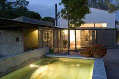 Vaciar la masía por dentro Mansions, Interior Design, House Styles, Home Decor, Metal, Rustic Style, Reclaimed Doors, Light And Space, Open House