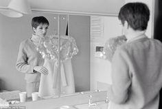 Liza Minelli backstage (1966)