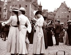 Tourists at the Frauenkirche, Nürnberg, Germany 1904