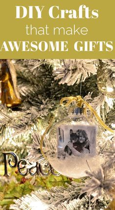DIY Home Decor Inspiration : You don't have to go broke giving gifts! You can make some incredible DIY gift… Trending Christmas Gifts, Best Christmas Gifts, All Things Christmas, Xmas Gifts, Craft Gifts, Holiday Crafts, Diy Gifts, Christmas Holidays, Christmas Bulbs