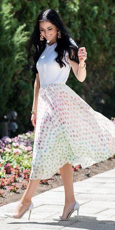 <polka dot skirt>