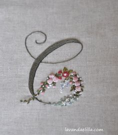 Wonderful Ribbon Embroidery Flowers by Hand Ideas. Enchanting Ribbon Embroidery Flowers by Hand Ideas. Brazilian Embroidery Stitches, Hand Embroidery Stitches, Silk Ribbon Embroidery, Embroidery Art, Cross Stitch Embroidery, Embroidery Designs, Hand Embroidery Letters, Embroidery Flowers Pattern, Influenza