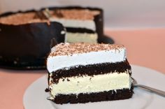 Tort cu mousse de ciocolată albă și mascarpone - Arome în bucătărie Food Coloring, Vanilla Cake, Tiramisu, Food And Drink, Nutrition, Ethnic Recipes, Desserts, Mousse, Dulce De Leche