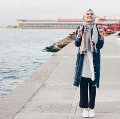 25 Stylish And Fashionable Hijab Fashion For Teens Inspiration Your Fashion And Style Islamic Fashion, Muslim Fashion, Modest Fashion, Fashion Edgy, Fashion Fall, Teen Fashion, Casual Hijab Outfit, Hijab Chic, Casual Outfits