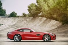 "Mercedes has revealed its all-new two-seater AMG GT, which is set to compete with the Porsche 911 and the new BMW plug-in hybrid. ""With the new GT, we are positioning Mercedes-AMG even more aggressively than to date,"" said the CEO of AMG, Tobias […] Mercedes Benz Amg, Porsche 911, Daimler Ag, Daimler Benz, Land Rover Discovery, Auto Motor Sport, Sport Cars, Supercars, Carros Pcd"