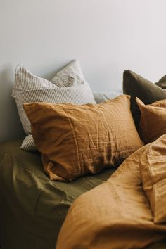 Apartment Therapy Christmas Decor Why terracotta-colored linen is the new trend that you can find in your . - Why terracotta colored linen is the new trend you need in your bedroom - Linen Bedroom, Home Bedroom, Linen Bedding, Bedding Sets, Brown Bedding, Mustard Bedding, Sheets Bedding, Master Bedroom, Next Bedroom