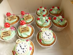 Alice in the Wonderland cupcakes