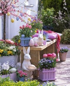 Easter in pastel colors decorations outdoor spring garden Outside Halloween Decorations, Diy Easter Decorations, Yard Decorations, Easter Party, Easter Table, Easter Flower Arrangements, Easter Garden, Spring Garden, Decoration Vitrine
