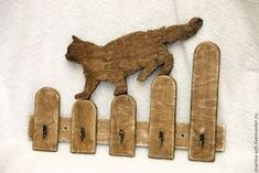 Formes Bois - Handmade cat shaped wooden key holder, hooks, wall mounted, home decor, silhouet. Wood Projects, Woodworking Projects, Chat Crochet, Wooden Key Holder, Wooden Keychain, Keychain Hook, Cat Key, Support Mural, Scroll Saw Patterns
