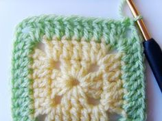 Hekel Idees: Hekel Tutoriaal: Soliede Vierkant Afrikaans, Chalk Paint, Crochet Hooks, Crochet Patterns, Blanket, Knitting, Cards, Diy, Colour