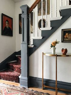 48 hours in Hudson NY & A Vintage Rug DIY — Megan Pflug. Vintage Home Staircase Inspiration for your Vintage Home with Kate Beavis Vintage Expert Narrow Staircase, Staircase Design, Spiral Staircases, Staircase Remodel, Staircase Makeover, Cute House, Foyer Decorating, Stairways, Vintage Rugs