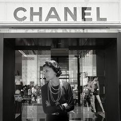 Gabrielle Chanel - Fashion fades, only style remains the same. - Moda desaparece, só estilo continua o mesmo.
