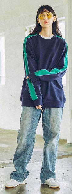 심플한 컬러맨투맨과 루즈한 데님팬츠로 걸스힙합코디 완성!, Model 172cm / 50kg / M Size