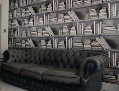 #Vintage Bookshelf #Wallpaper  Create a vintage library look at home! #homedecor