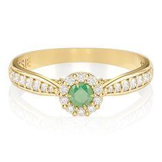 O clássico e consagrado Anel de Noivado Uni II também combina com o verde das esmeraldas. 34 diamantes, totalizando 33 pontos, e uma bela esmeralda de