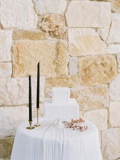 Luxe Vogue Wedding Inspiration in the Malibu Hills ⋆ Ruffled Textured Wedding Cakes, Metallic Wedding Cakes, Small Wedding Cakes, Square Wedding Cakes, White Wedding Cakes, Wedding Cake Designs, Wedding Desserts, Wedding Reception Decorations, Wedding Ideas