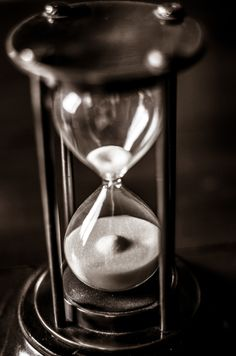 Passing Time by Light & Shadow Photography Light And Shadow Photography, Glass Photography, Online Clock, Pine Tattoo, Harry Potter Disney, Sand Glass, Clock Art, Old Clocks, Hourglass