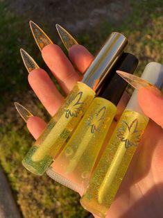 Glitter Lip Gloss, Diy Lip Gloss, Lip Gloss Colors, Lip Colors, Red Glitter, Glitter Nails, Skin Makeup, Beauty Makeup, Lip Gloss Homemade