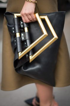 We might never be able to afford this stunning Céline luxury handbag so let's just appreciate the bold design of this dream arm candy. A girl can dream...