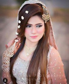 Beautiful rosheen on her Valima Day 😍✨ Capture by Pakistani Hair, Pakistani Bridal Makeup, Bridal Mehndi Dresses, Pakistani Wedding Outfits, Indian Bridal Fashion, Wedding Wear, Wedding Bride, Wedding Stuff, Dream Wedding