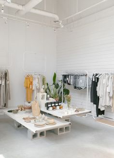 Cereal City Guide to Vancouver Clothing Boutique Interior, Clothing Store Design, Boutique Decor, Fashion Store Design, Showroom Interior Design, Boutique Interior Design, Retail Interior, Fashion Showroom, Fashion Shop Interior
