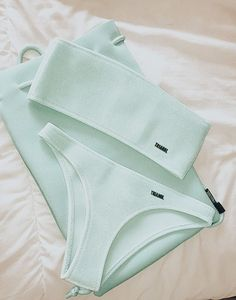 summer goals for teenagers paledreamsx Bathing Suit Shorts, Summer Bathing Suits, Girls Bathing Suits, Summer Suits, Cute Swimsuits, Cute Bikinis, Mode Du Bikini, Bikini Outfits, White Swimsuit