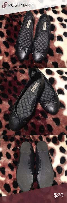 STEVE MADDEN FLATS Literally worn ONCE!! Are in great condition!! Black leather, slightly pointy toe. Very cute, comfortable and wardrobe staple!!!!! Steve Madden Shoes Flats & Loafers